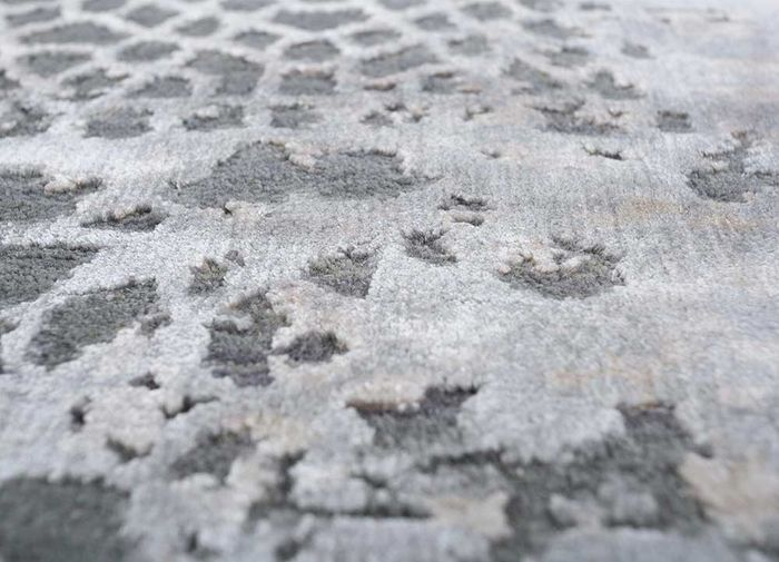tattvam grey and black wool and bamboo silk hand knotted Rug - CloseUp
