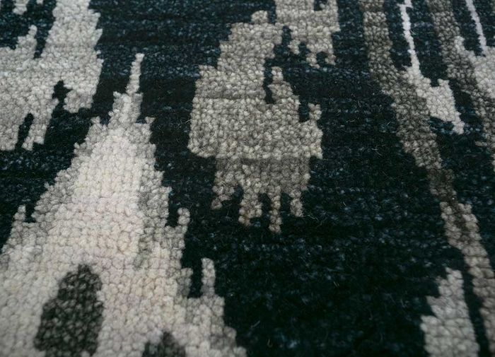 verna grey and black wool hand knotted Rug - CloseUp