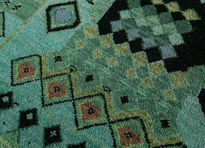 artisan originals green wool hand knotted Rug - CloseUp