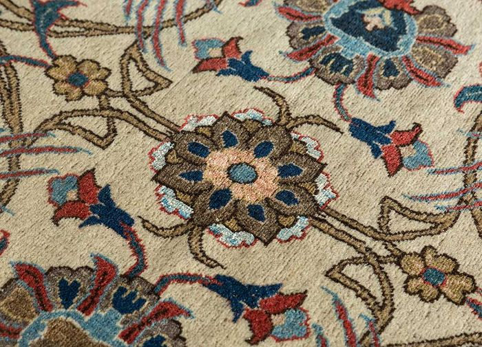 antique ivory wool and silk hand knotted Rug - CloseUp