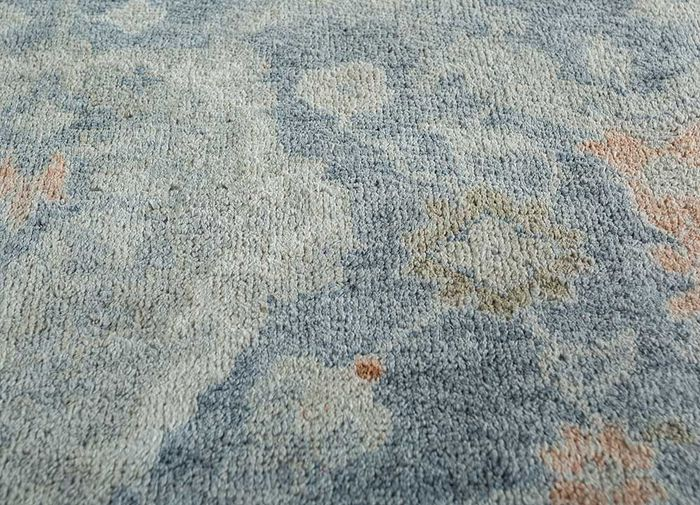 blithe blue silk hand knotted Rug - CloseUp