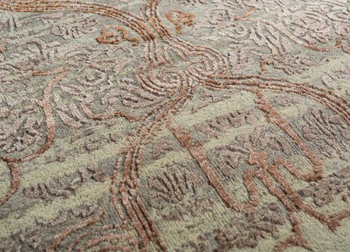 floret grey and black wool and bamboo silk hand knotted Rug - CloseUp