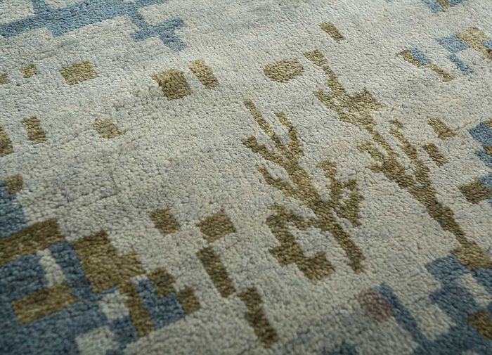 pansy blue wool and bamboo silk hand knotted Rug - CloseUp