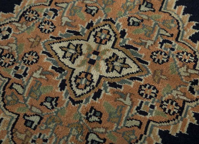 amani blue wool hand knotted Rug - CloseUp