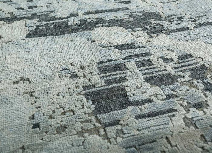 memoir blue wool and silk hand knotted Rug - CloseUp
