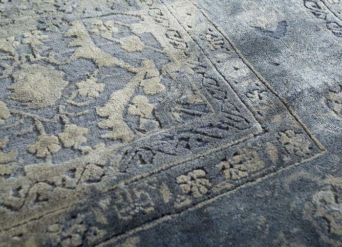 far east blue wool and silk hand knotted Rug - CloseUp