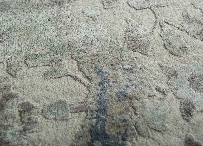 far east ivory wool and silk hand knotted Rug - CloseUp