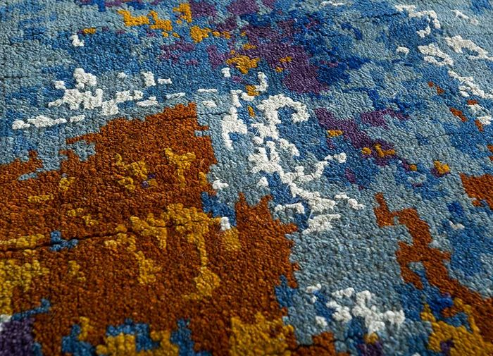 pansy blue wool and viscose hand knotted Rug - CloseUp