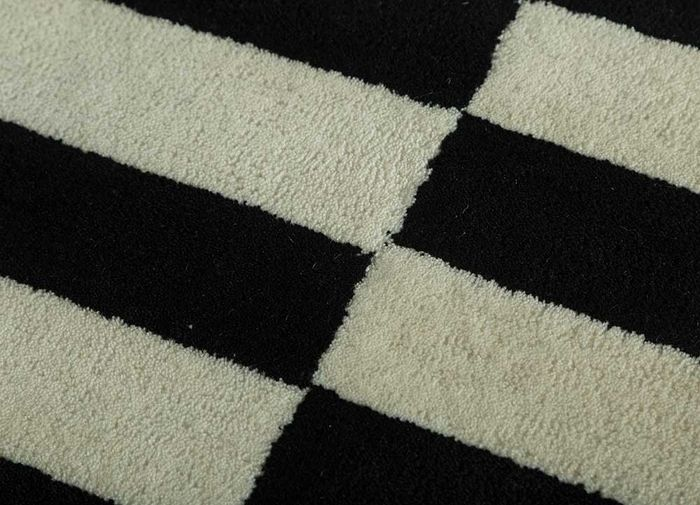 cascade grey and black wool hand tufted Rug - CloseUp