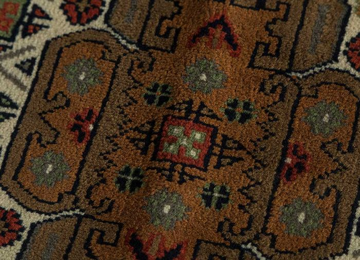 amani ivory wool hand knotted Rug - CloseUp