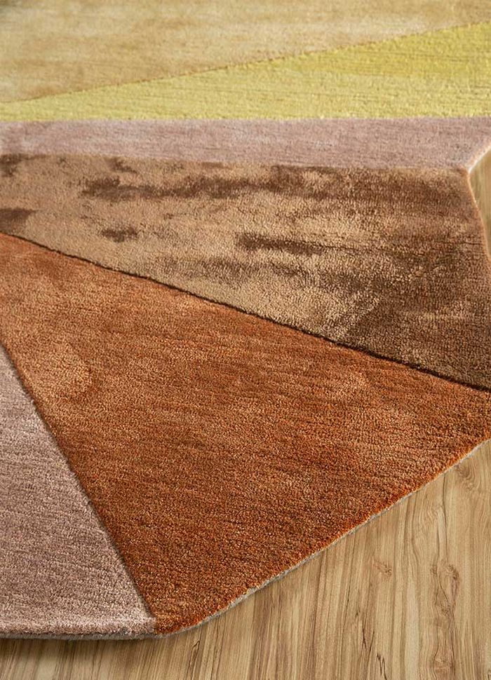 come around beige and brown wool and viscose hand tufted Rug - Corner