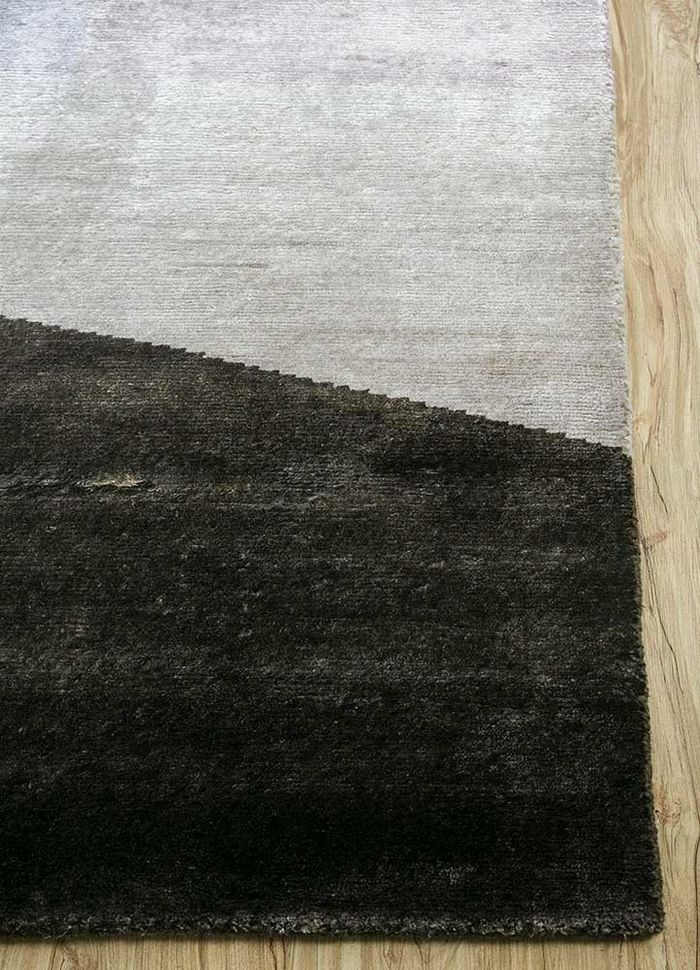 geode ivory bamboo silk hand knotted Rug - Corner