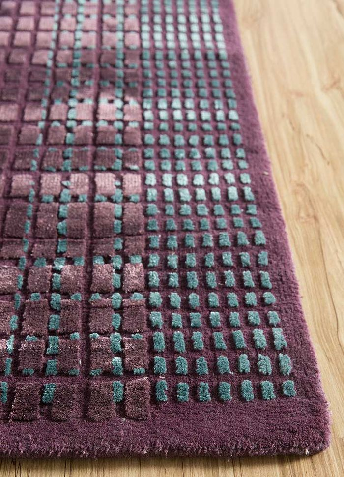 geode pink and purple wool and bamboo silk hand knotted Rug - Corner