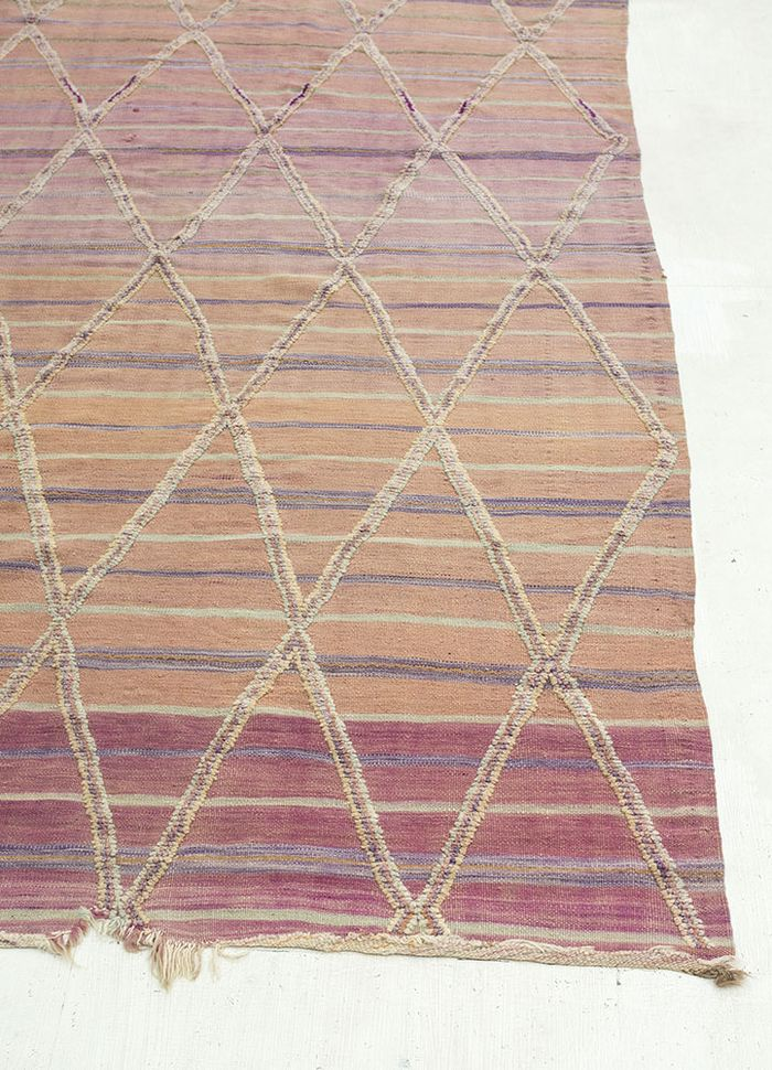 geode pink and purple wool hand knotted Rug - Corner