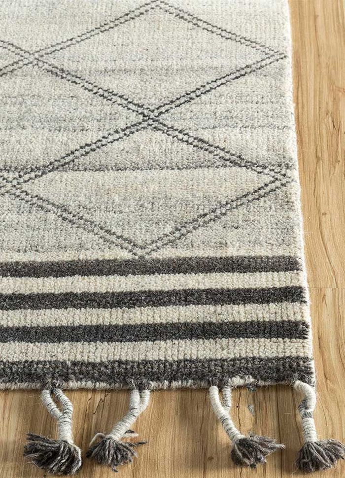 cleo ivory wool hand knotted Rug - Corner