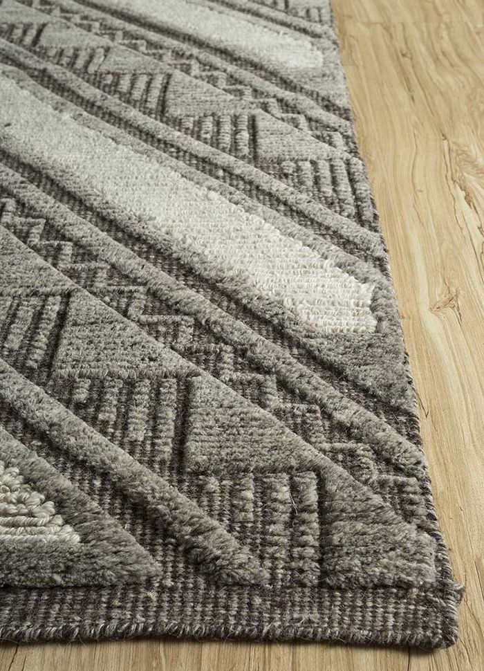 cleo grey and black wool hand knotted Rug - Corner