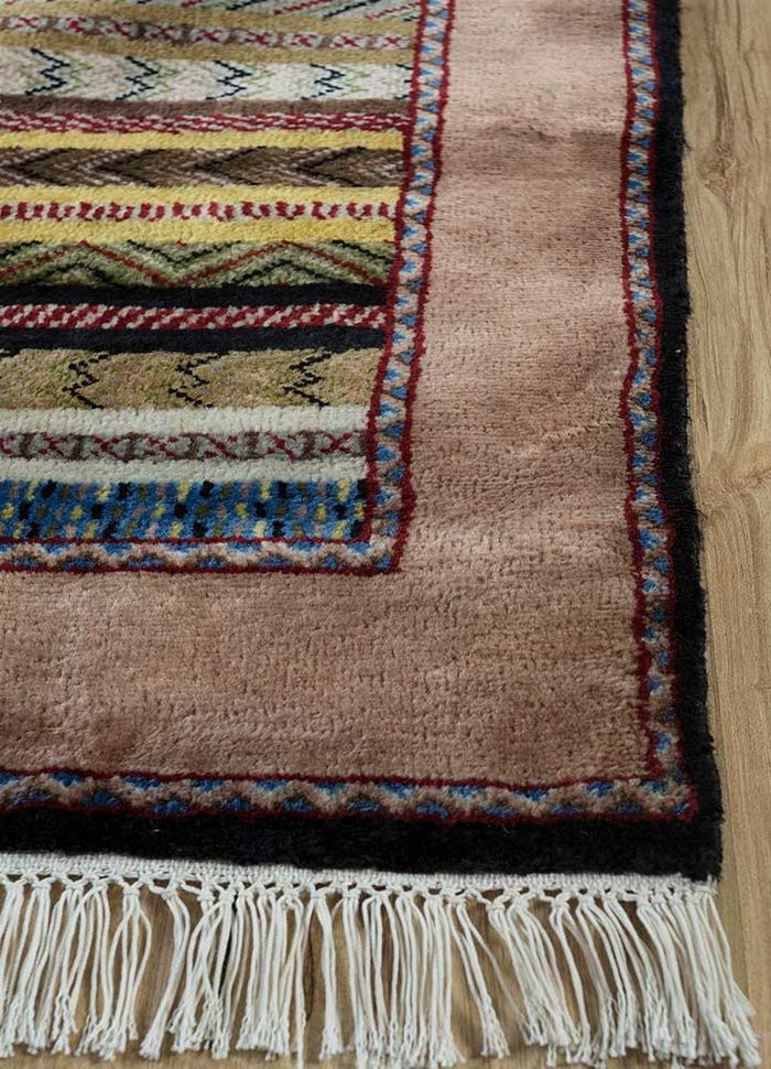amani gold wool hand knotted Rug - Corner