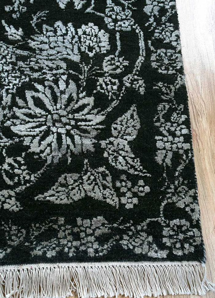 floret green wool and silk hand knotted Rug - Corner