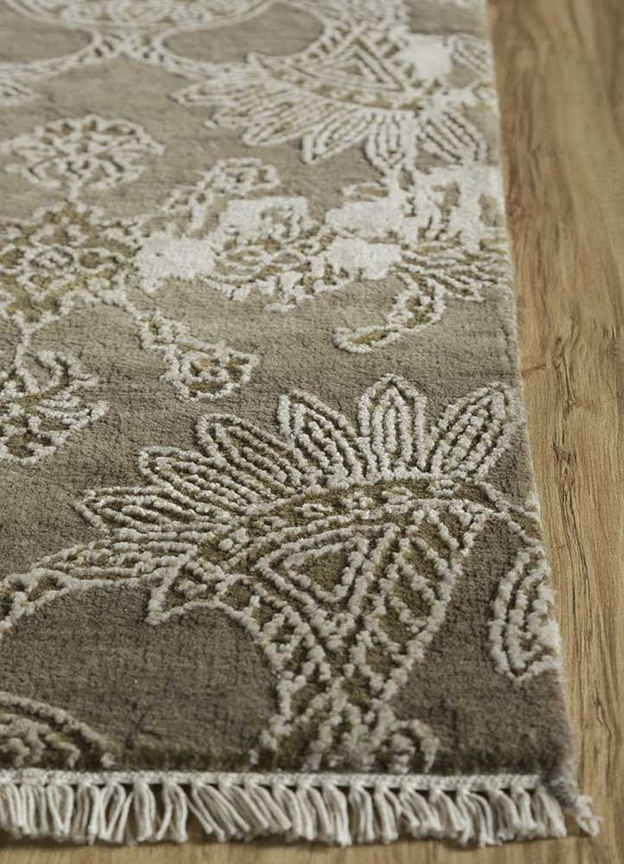 blithe green wool and viscose hand knotted Rug - Corner