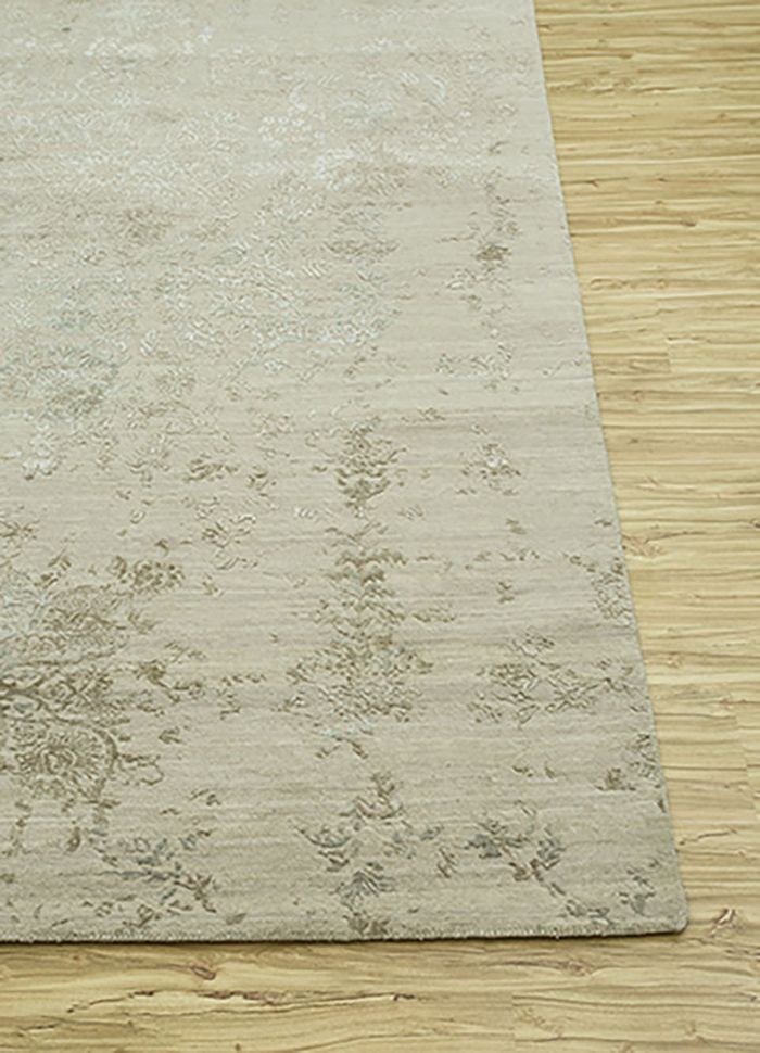 blithe ivory wool and bamboo silk hand knotted Rug - Corner