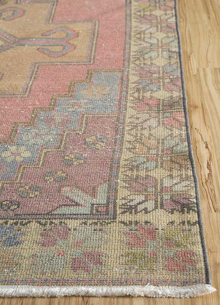 vintage pink and purple wool hand knotted Rug - Corner