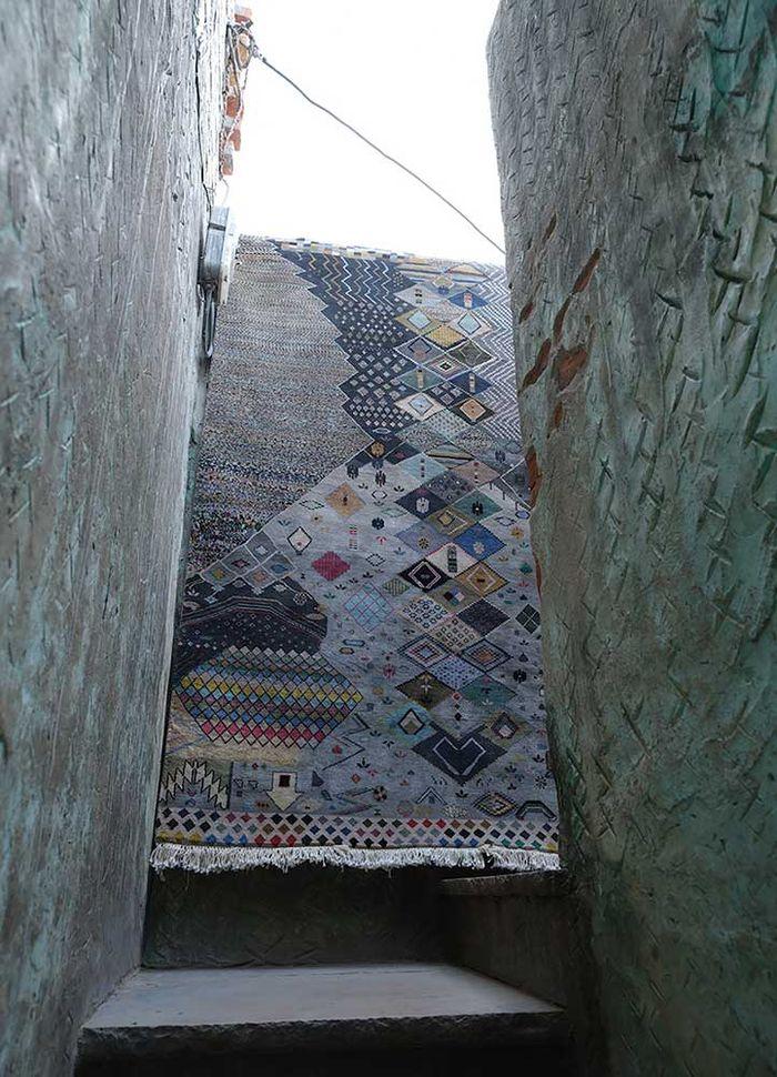 artisan originals grey and black silk hand knotted Rug - Loom